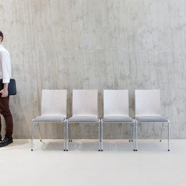 Seminarstühle, Besprechungsstühle mit Holzsitzschale, drei Gestelle, acht Formen der Holzschale