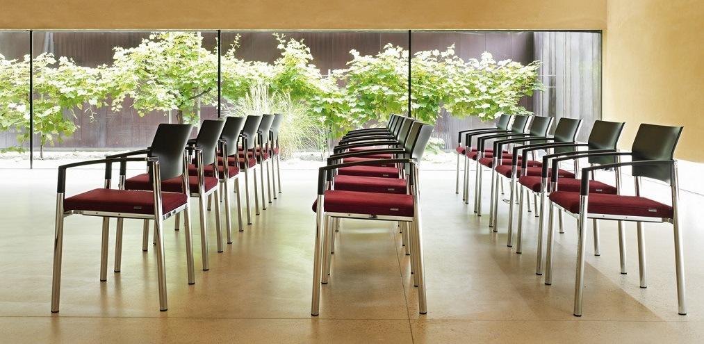 Mehrzweckstühle aluform Geradlinigkeit hoher Sitzkomfort Robustheit spannende Designakzente