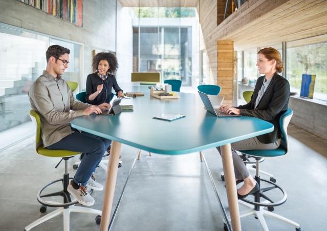 Besprechungstisch Ideenraum Kreativraum Meeting Besprechungsmöbel