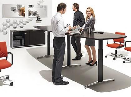 Multiraum mit Steh-Sitz-Tisch attention
